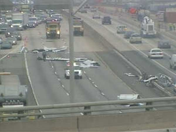 Police shut down southbound lanes on Interstate 95 at Front Street in South Philadelphia due to debris on the roadway. (PennDOT traffic camera)