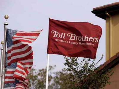 The Horsham-based luxury homebuilder Toll Bros. Inc. said Tuesday that its fourth-quarter profit had declined almost 70 percent. (File photo)