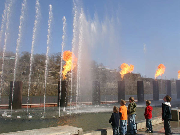 The new Branson Landing Mall has upscale shopping for boomers and a fire-and-water feature that keeps the kids entertained. (TOM UHLENBROCK / St. Louis Post-Dispatch)