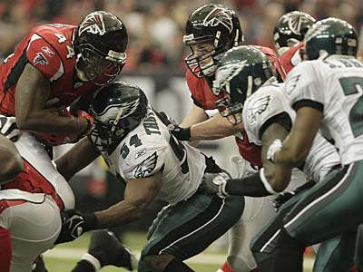 The Eagles´ defense stops Falcons RB Jason Snelling near the goal line in the second quarter of Sunday´s win.  (David Maialetti / Staff Photographer)