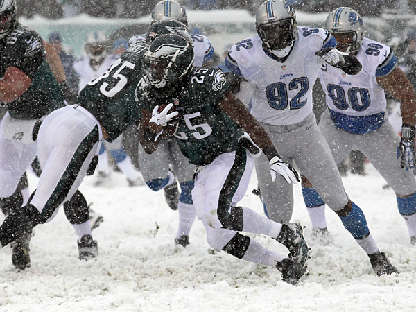 Eagles running back LeSean McCoy runs against the Lions. (Yong Kim/Staff Photographer)