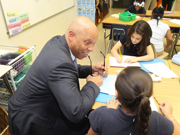 Philadelphia Superintendent William Hite Jr. talks to students at Greenfield Elementary in Center City. (Charles Fox / Staff Photographer)