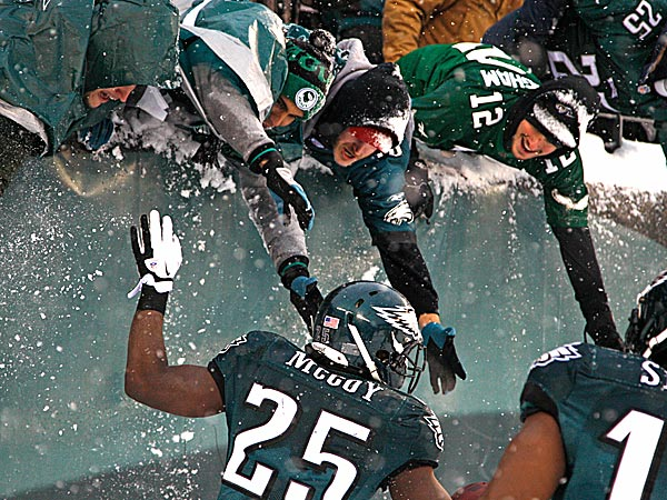 Eagles running back LeSean McCoy celebrates with fans. (Ron Cortes/Staff Photographer)
