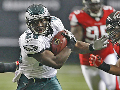 Eagles´ LeSean McCoy avoids a tackle from this past Sunday´s game against the Falcons. (Ron Cortes / Staff Photographer)