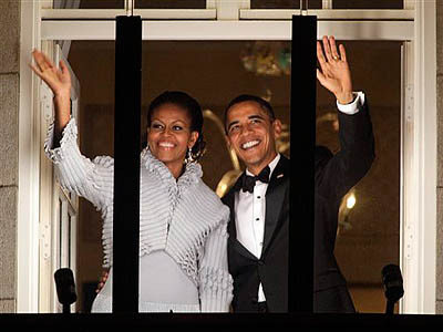 US President and Nobel Peace Prize laureate Barack Obama  and First Lady Michelle Obama wave to the crowd from a balcony on Grand Hotel after receiving the Nobel Peace Prize during a ceremony in Oslo, Thursday. (AP Photo / Odd Andersen)