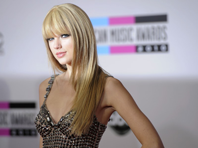 Taylor Swift arrives at the 38th Annual American Music Awards. (AP Photo / Chris Pizzello)