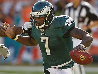 Michael Vick and the Eagles head into Sunday´s game vs. the Jets with a 5-8 record. (Ron Cortes/Staff Photographer)