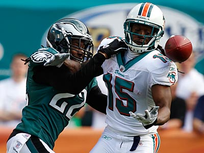 Asante Samuel played well in the Eagles´ win over the Dolphins. (Wilfredo Lee/AP)