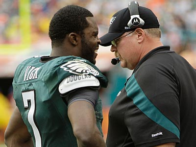 Andy Reid speaks with Michael Vick on the sideline during the Eagles´ 26-10 win over the Dolphins. (Lynne Sladky/AP)