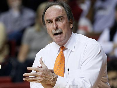 Fran Dunphy provides instruction during Temple´s 82-47 victory over Akron. (AP Photo/Matt Slocum)