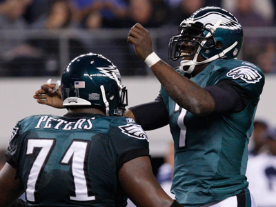 Michael Vick celebrates with Jason Peters after throwing a touchdown pass to Todd Heremans. (Ron Cortes/Staff Photographer)