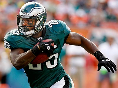 LeSean McCoy scored twice on the ground in the Eagles win over the Dolphins. (Ron Cortes/Staff Photographer)