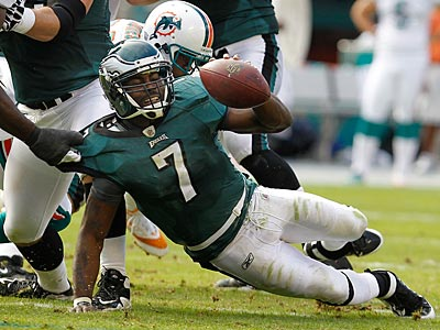 Andy Reid announced that Michael Vick´s ribs were sore after the Eagles´ win. (Ron Cortes/Staff Photographer)