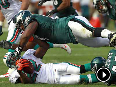 Cullen Jenkins was one of several Eagles players injured in Sunday´s game. (David Maialetti  / Staff Photographer)