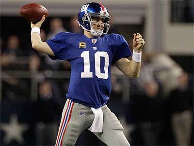 Eli Manning and the Giants helped out the Eagles´ slim playoff chances Sunday night. (AP Photo/Tony Gutierrez)