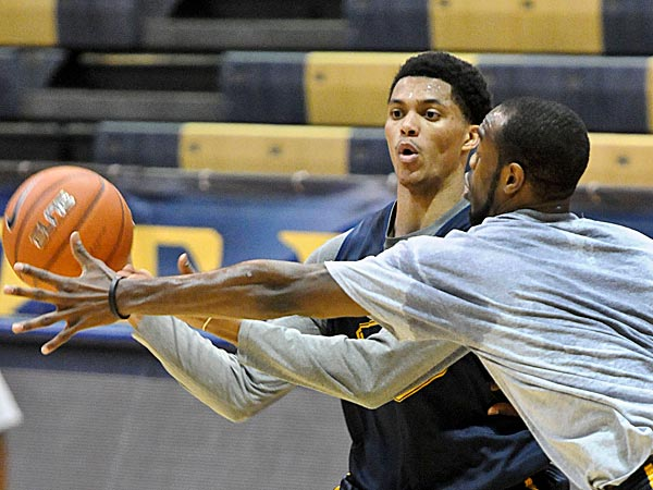 Drexel's Damion Lee will not play tonight against Northeastern because of a bone bruise in his right knee. Lee is averaging a team-best 18.1 points per game. (Ron Tarver/Staff file photo)