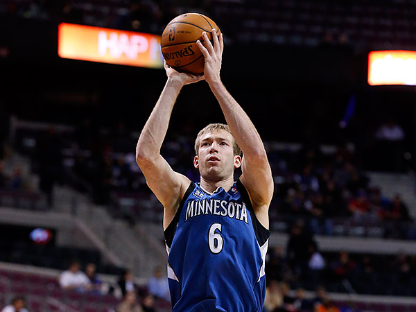 Robbie Hummel scored five clutch points during a 13-3 fourth quarter run that led Minnesota to victory. (Paul Sancya/AP file photo)
