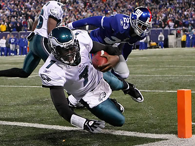 Michael Vick scored the Eagles´ fourth touchdown of the first half with a one-yard run. (Ron Cortes/Staff Photographer)