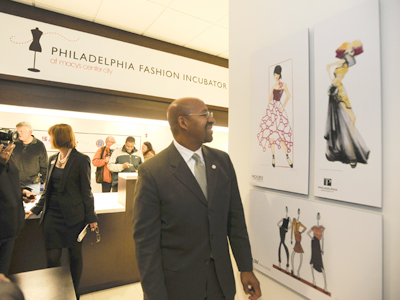 Mayor Nutter tours the Phila. Fashion Incubator at Macy´s. (Ron Tarver / Staff Photographer)