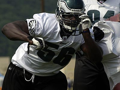 Derrick Burgess was last with the Eagles in 2004. (Michael Perez/Staff file photo)