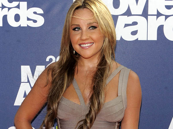 In this June 5, 2011 file photo, Amanda Bynes arrives at the MTV Movie Awards, in Los Angeles. (AP Photo/Chris Pizzello, File)