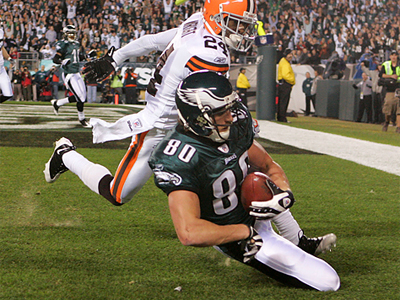 Kevin Curis hauled in the Eagles´ first touchdown of the night. (Ron Cortes/Staff Photographer)
