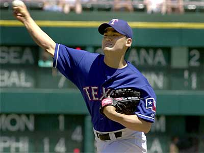 The Phillies have agreed to terms with free-agent right-handed pitcher Chan Ho Park. (File photo)