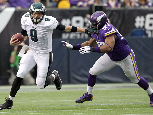 Nick Foles runs past the Vikings´ Everson Griffen. (Yong Kim/Staff Photographer)