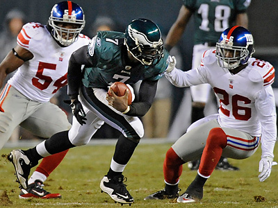 Michael Vick tries to avoid a sack against the Giants. (Clem Murray / Staff Photographer)