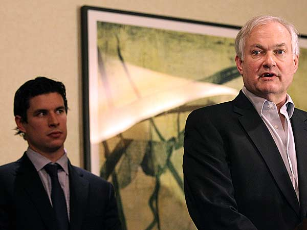 Pittsburgh Penguins´ Sidney Crosby (left) listens as Don Fehr, executive director for the National Hockey League Players Associations, peaks to reporters, Thursday, Dec. 6, 2012 in New York. Talks in the NHL labor fight broke down after just one hour Thursday night, and it isn´t known when the league and the players´ association would get back together. (Mary Altaffer/AP)