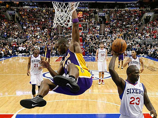 Jason Richardson (right) reacts after a dunk by the Lakers´ Jody Meeks. (Ron Cortes/Staff Photographer)