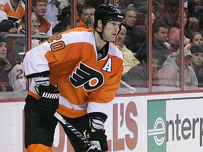 Chris Pronger has not played since breaking a bone in his right foot on Dec. 15. (Yong Kim/Staff Photographer)