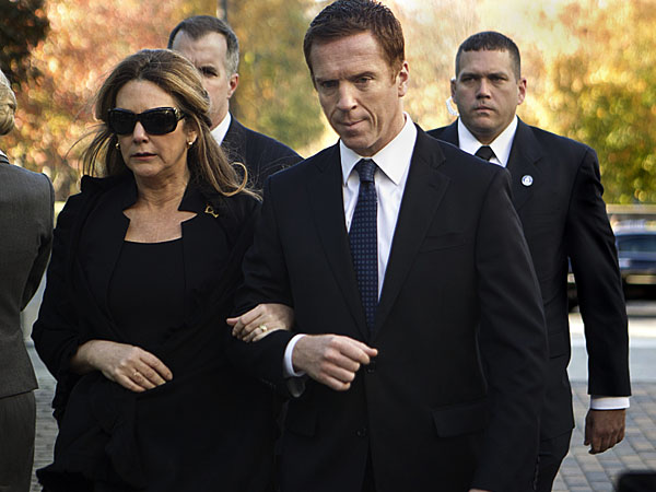 Talia Balsam as Cynthia Walden and Damian Lewis as Nicholas Brody in Homeland (Season 2, Episode 12). - Photo:  Kent Smith/SHOWTIME