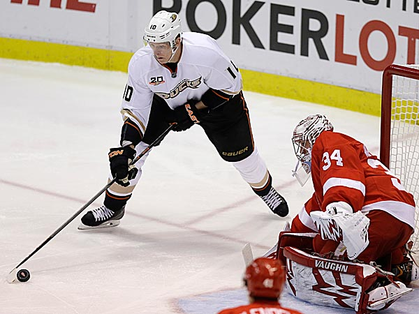 Ducks right wing Corey Perry prepares to shoot on Red Wings goalie Petr Mrazek. (Carlos Osorio/AP)