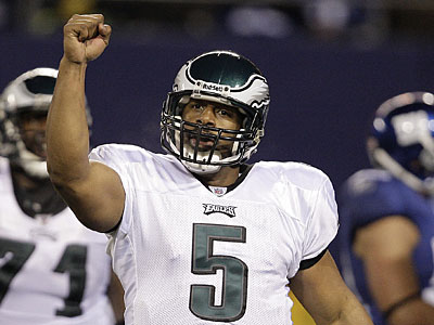 Donovan McNabb issued a statement saying he wants to stay with the Eagles. (David Maialetti / Staff Photographer)