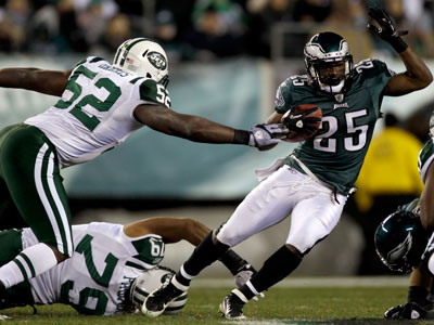LeSean McCoy evades a pair of Jets defenders in the first half of Sunday´s game. (Matt Slocum/AP Photo)