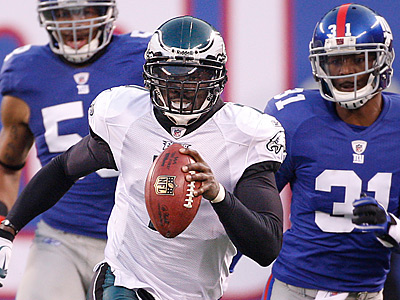 Eagles Michael Vick scrambles for a big first down in the fourth quarter. (Ron Cortes/Staff Photographer)