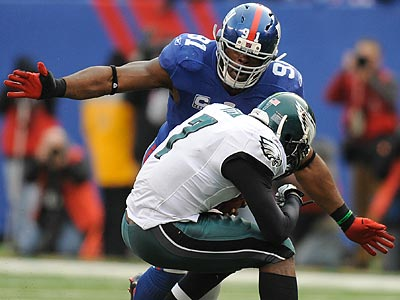 Giants defensive lineman Justin Tuck said he took issue with LeSean McCoy´s jab at Osi Umeniyora. (Clem Murray/Staff Photographer)