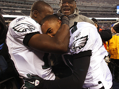 Jeremy Maclin hugs DeSean Jackson after the Eagles defeated the Giants, 38-31. (David Maialetti / Staff Photographer)
