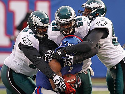 The Eagles´ defense stopped the Giants on five of seven second-half third-down opportunities. (Ron Cortes/Staff Photographer)