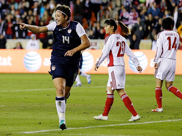 Abby Wambach scored twice in the U.S. women´s national team´s season-ending 4-1 win over China. (David J. Phillip/AP file photo)