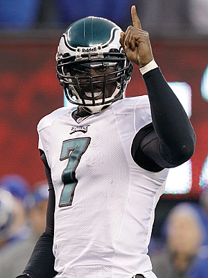 Michael Vick lets everyone know that he was this week´s top fantasy scorer. (AP Photo/Kathy Willens)