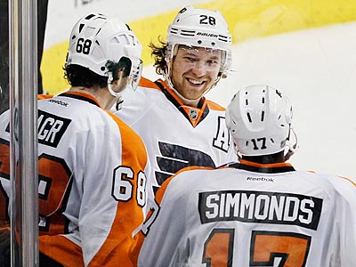 Giroux Stars In Return As Flyers Beat Stars