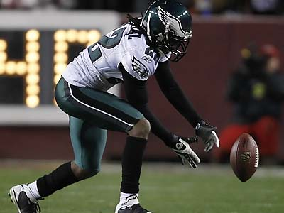 Asante Samuel and the Eagles´ defense kept the Birds in the game, but also had their share of miscues. (David Maialetti/Staff Photographer)