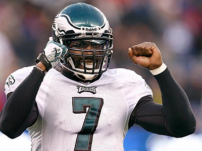 Michael Vick and the Eagles will look to clinch the NFC East with a win on Sunday night. (David Maialetti/Staff Photographer)