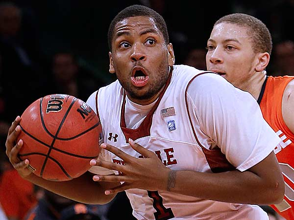 Temple´s Khalif Wyatt looks to shoot after driving past Syracuse´s Brandon Triche, right, during the first half of an NCAA college basketball game in the Gotham Classic tournament at Madison Square Garden, Saturday, Dec. 22, 2012, in New York. (Jason Decrow/AP)