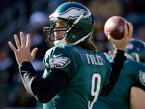 Philadelphia Eagles´ Nick Foles passes in the first half of an NFL football game against the Washington Redskins, Sunday, Dec. 23, 2012, in Philadelphia. (AP Photo/Matt Slocum)