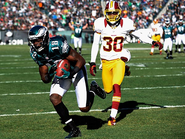 The Eagles&acute; Jeremy Maclin, left, pulls in a touchdown pass<br />against the Redskins&acute; D.J. Johnson. (AP Photo/Michael Perez)