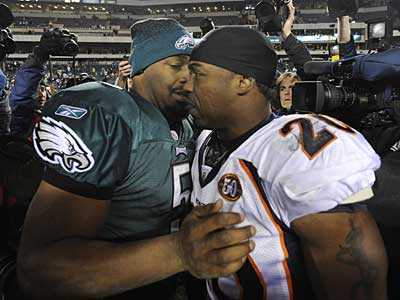 Donovan McNabb greets his former teammate Brian Dawkins after the Eagles 30-27 win.  ( Clem Murray / Staff Photographer )