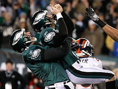 Eagles Sav Rocca picks up David Akers after his game winning field goal in the fourth quarter. ( Ron Cortes / Staff Photographer )